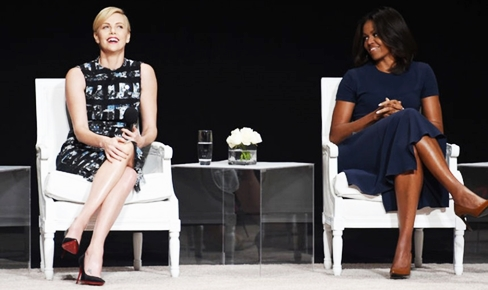 Шарлиз Терон и Мишель Обама на конференции