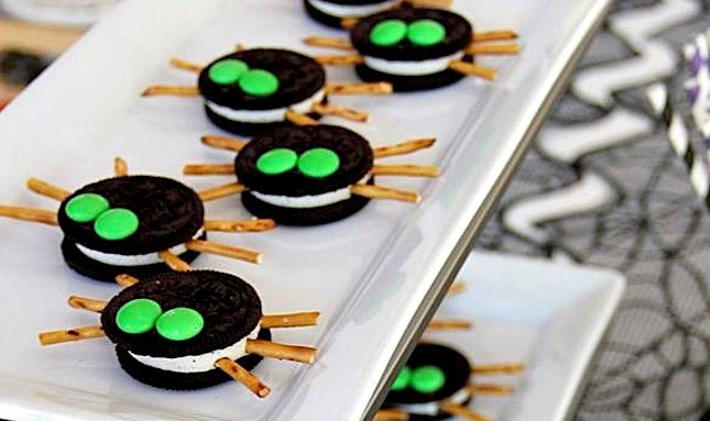 Десерт на Хэллоуин, закуска на хэллоуин, жуткие закуски, жуткие блюда, съедобные паучки
