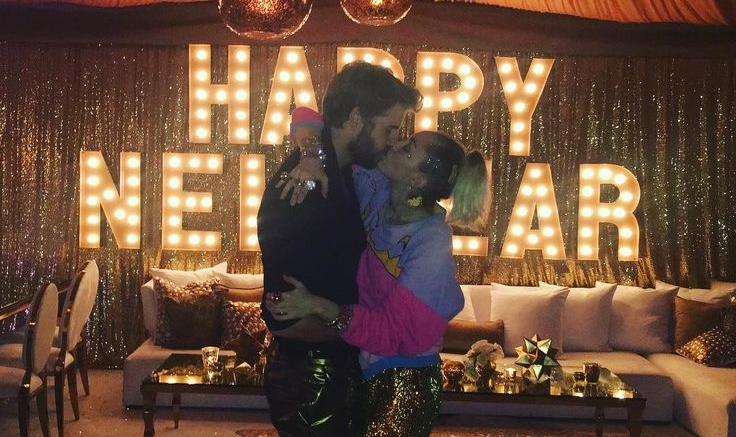 Майли Сайрус и Лиам Хемсворт поженились в новогоднюю ночь